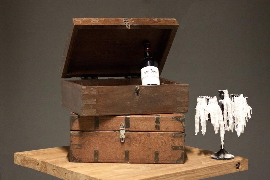 wooden affairs detailansicht schatzkisten accessoires alte holzkiste schatztruhe mit. Black Bedroom Furniture Sets. Home Design Ideas